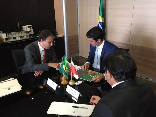 Camilo cobra em Brasília verbas da seca. Ministro diz que licitação da transposição sai nesta quarta-feira