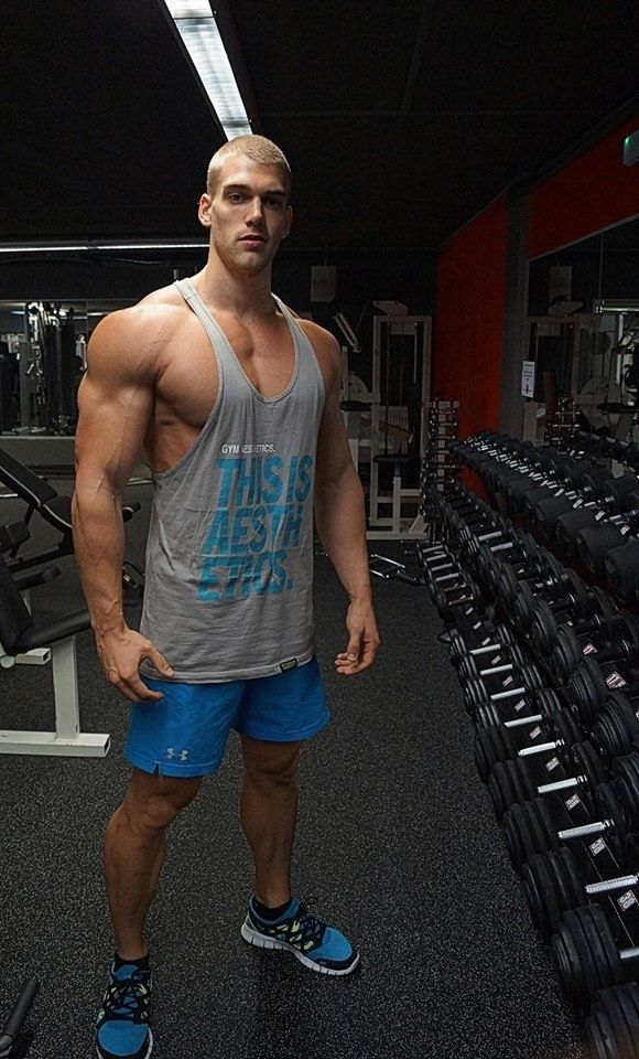 mischa-janiec-sexy-biceps-huge-arms