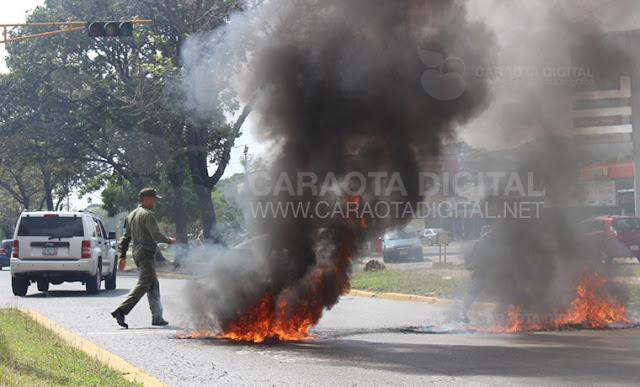 Jóvenes encapuchados protestaron en Carabobo