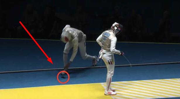 Memalukan!! Tebak Apa yang Jatuh dari Atlet Anggar Olimpiade ini! Sampai Semua Penonton Bersorak!!