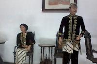5 Pakaian Adat Suku Sunda Lengkap Dengan Gambarnya