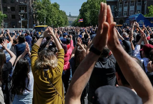Armenia termina el día con dos rivales para el cargo del primer ministro