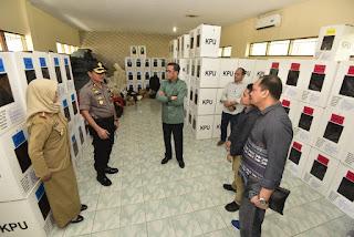 Gubernur Sulsel Tinjau Kesiapan Logistik Pemilu Sebelum Didistribusikan Ke TPS se-Kota Makassar