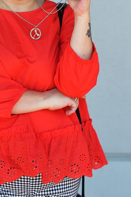red blouse, czerwona bluzka z haftami