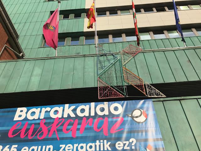 20 comercios se suman a la campaña iniciada hace tres meses para promover el uso del euskera