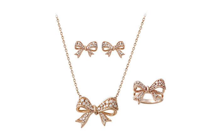 02 Entice_ Bow inspired pendant earring set in rose-