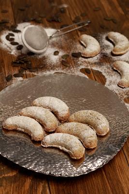 croissants , graines de courge , noel , sablés