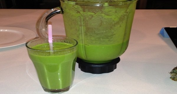 A Green Bomb: This Drink Can Help You Burn 4 Pounds of Belly Fat in a Few Days! (RECIPE)