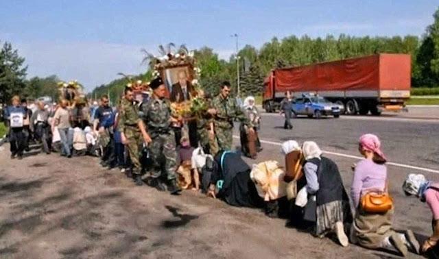 Procissão na Rússia para cultuar o mais recente enviado de Deus: Vladimir Putin!