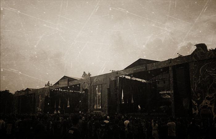 hujan-deras-headbangers-tetap-semangat-di-hellprint-united-day_OldPhotosEffects.jpg