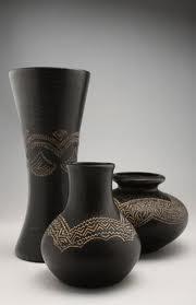 cuando se ve jarrones chinos japoneses hindes o con motivos de las culturas preincas de amrica del sur que sirven de adorno en una casa
