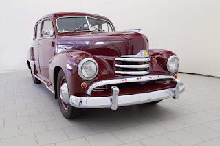 Opel Kapit�n 1951-52..(Old photo)