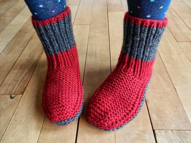 Le mod le des chaussons bien chauds mettre tous les pieds balaine laine online - Modele tricot aiguille circulaire ...