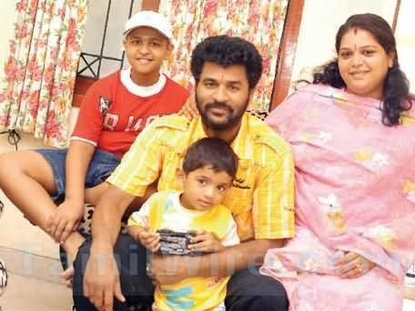 Prabhu Deva wih Ex-wife Ramlath and children