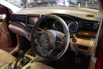 Dashboard baru All New Ertiga, steer model kekinian, tidak seluruhnya bulat.