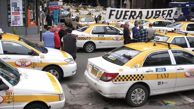 Uruguay permite libre competencia de Uber con los taxis