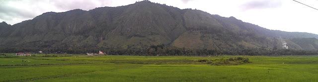 Pemandangan bukit-bukit samosir