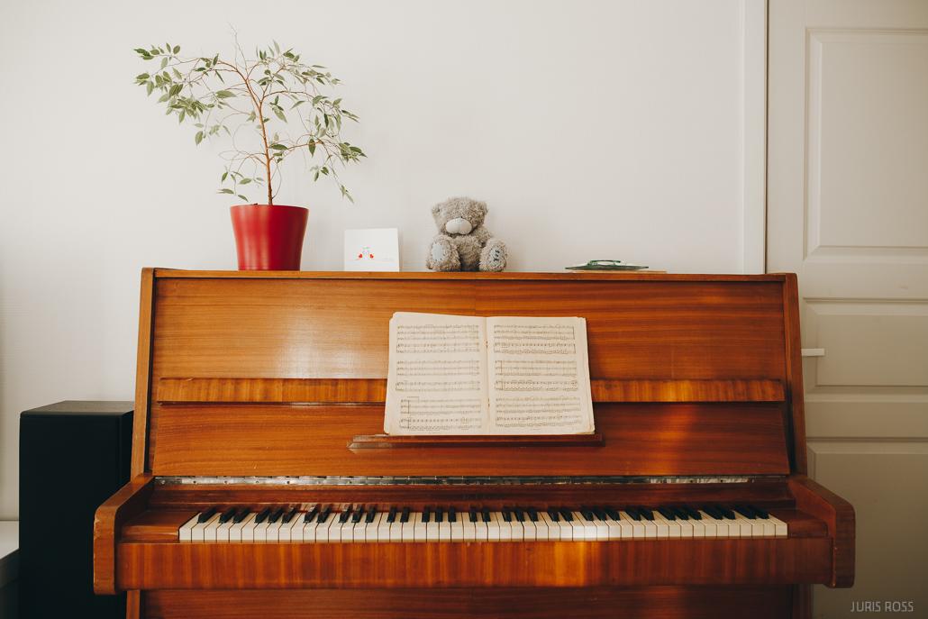 vecās koka klavieres