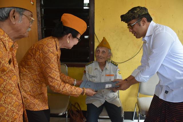 Pemkot Denpasar Beri Bantuan Kepada Para Veteran