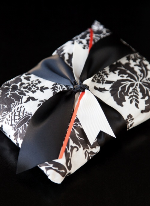 Christmas gift wrapping - elegant black and white with little red