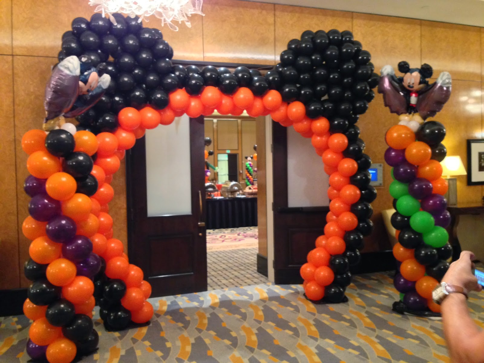 Mickey mouse balloon arch for Halloween theme kids party