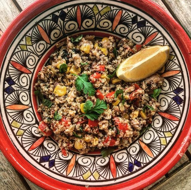 Salade healthy de quinoa et légumes à la catalane