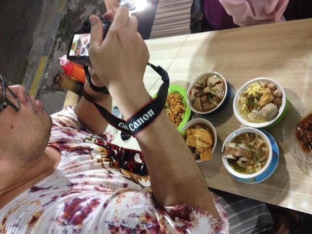 Food blogger, dari foto turun ke perut.