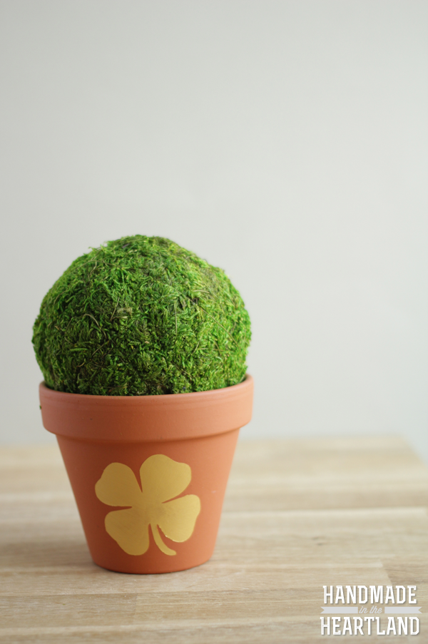 How to Make St. Patricks Day Gold Shamrock Painted Flower Pot