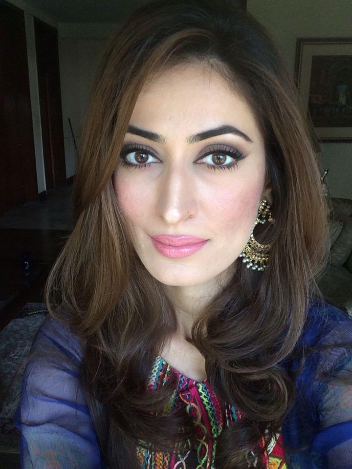 Pakistani hot actress Anusheh Asad