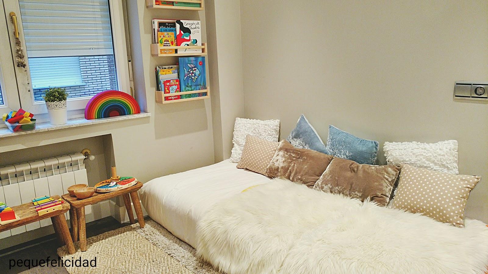 Pequefelicidad c mo preparar un espacio montessori para el futuro beb - Colchonetas para dormir en el suelo ...