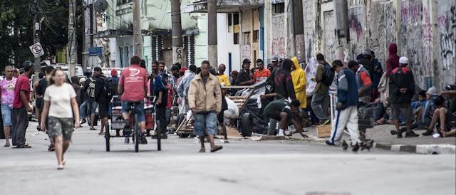Quatro meses após ação da polícia, cracolândia segue 'operando' em SP