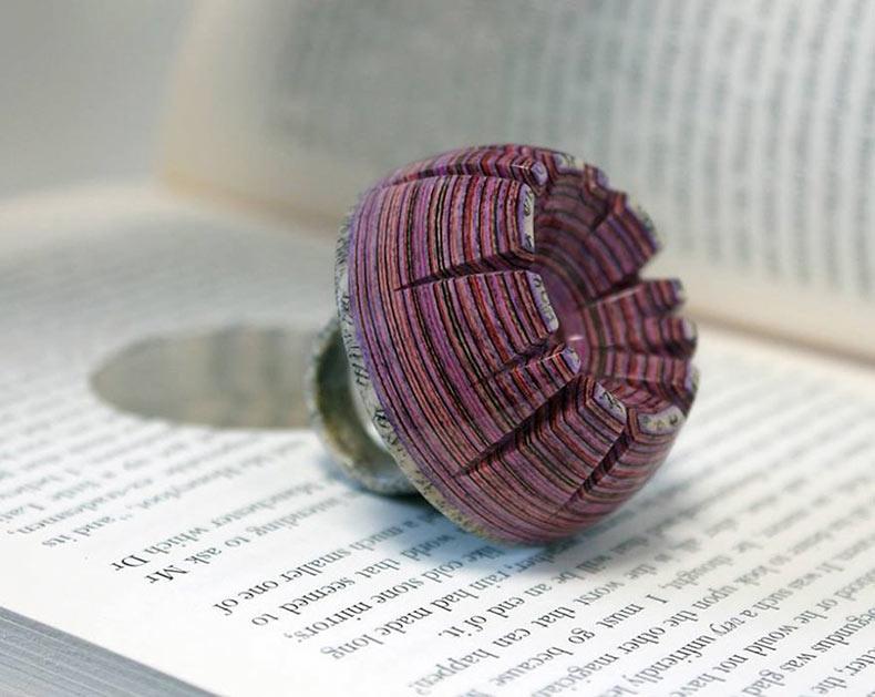 Joyas hechas de libros viejos Por Jeremy May