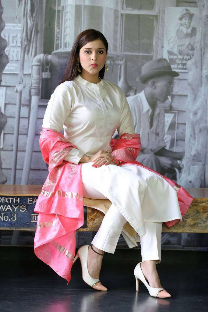 Beautiful Telugu Girl Mannara Chopra Photos In White Dress