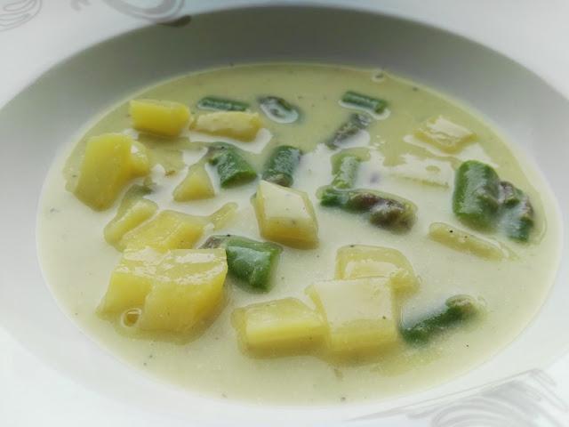 Suppe mit gesundem Spargel cremig und fein