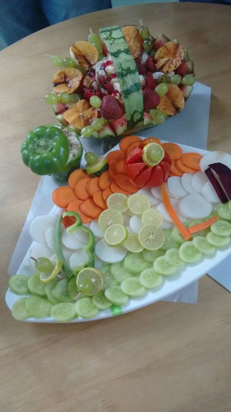 Happy thoughts attract happy people salad decoration for Decoration salade