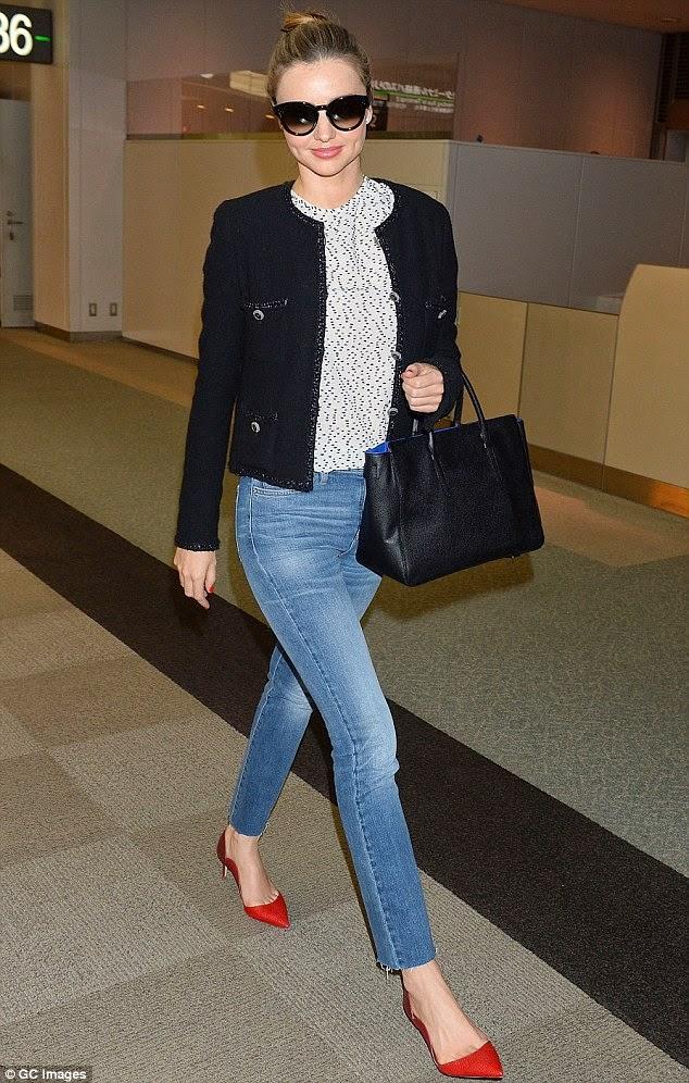 Miranda Kerr wore a red scallop pumps
