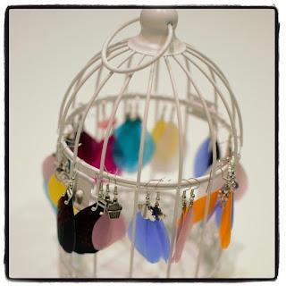 cage à oiseaux présentoir à boucles d'oreilles plumes