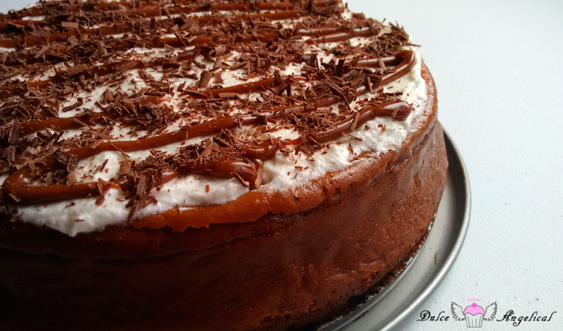 Delicioso cheesecake horneado de dulce de leche