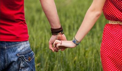 cara membuat pacar nyaman saat berdua