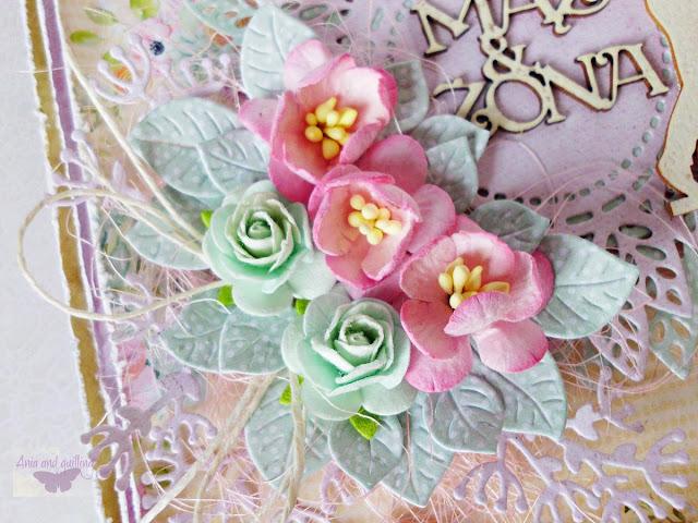 ozdoby na kartce -kwiaty, tekturki, sznureczki