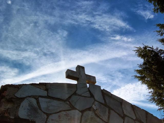 La cruz de la iglesia de Casorvida