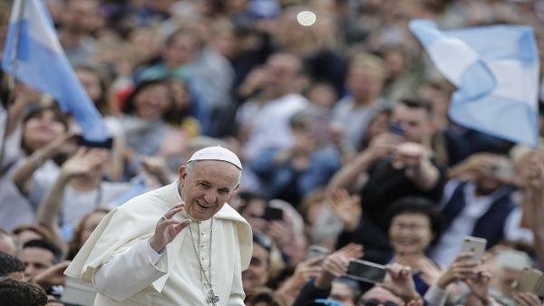 Papa recibe a víctimas de abusos sexuales de sacerdote chileno