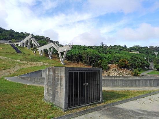 西部プラザ公園 野鳥観察棟の水の橋の写真