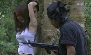 หนังโป๊ไทย นักศึกษาสาวโดนโจรผู้ร้ายฉุดไปรุมเย็ดในป่า สุดสยิวหีเต็มเรื่อง