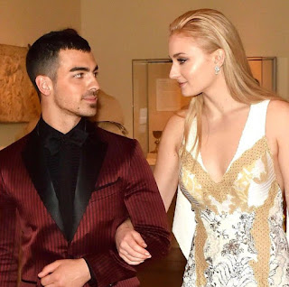 So Finally, Joe Jonas and Game of Thrones actress Sophie Turner are engaged!