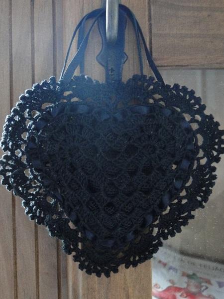 Sachê de crochê em forma de coração  por Pecunia MillIioM