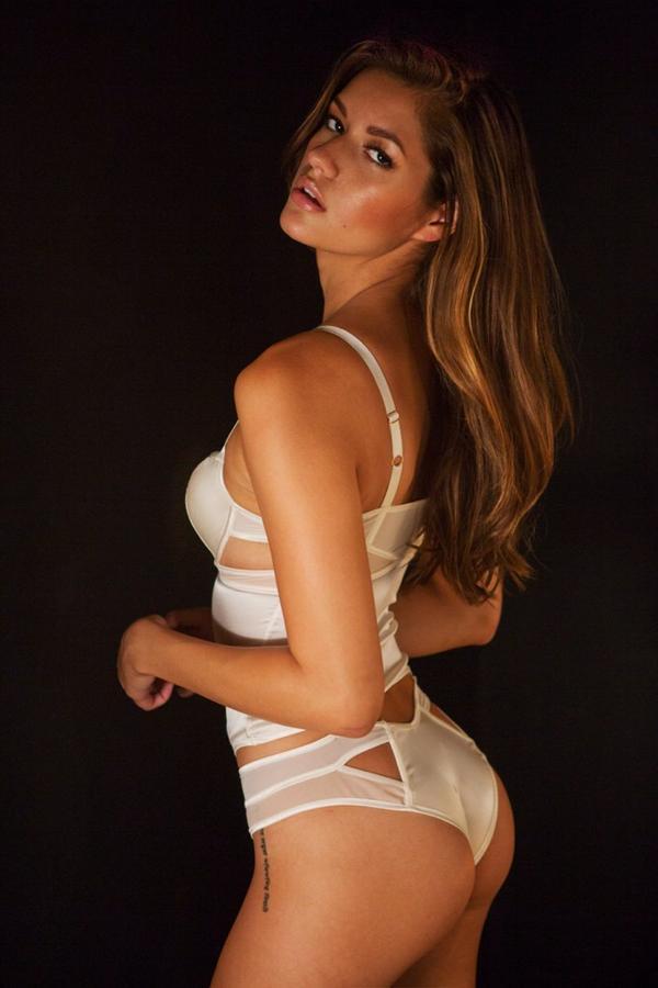 Vanessa Hanson naked