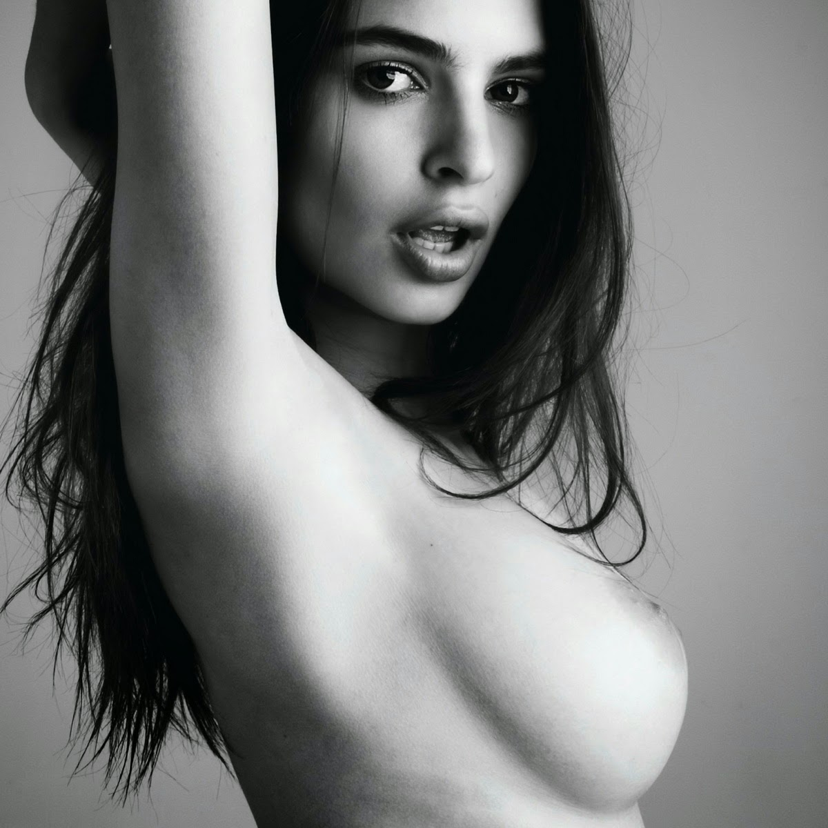 Beauty Celebrity: Emily Ratajkowski Nude In Treats Magazine 2012