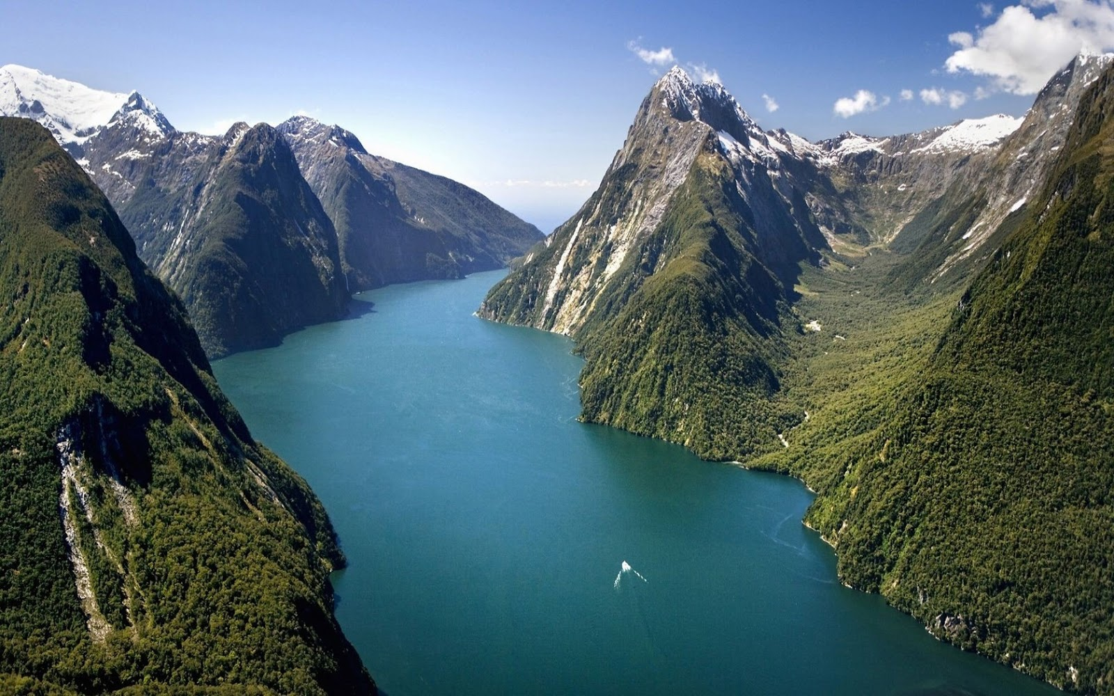 Milford Sound - Stunning Photos Reveal Why New Zealand Should Be On Your Must-Travel List