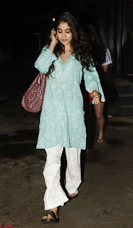 Sara Ali Khan Pictures   jhanvi kapoor 700x1200 61497518515 ~  Exclusive Celebrities Galleries 016.jpg